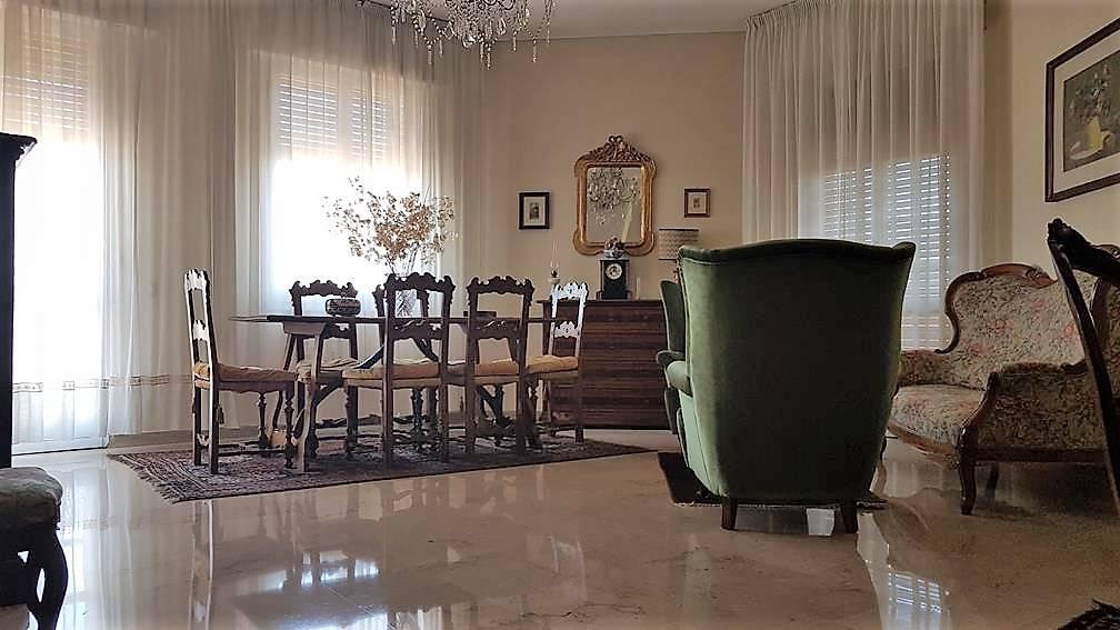 Appartamento in buone condizioni in vendita Rif. 8886148