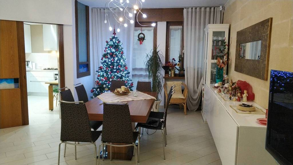 Appartamento in ottime condizioni parzialmente arredato in vendita Rif. 8888844