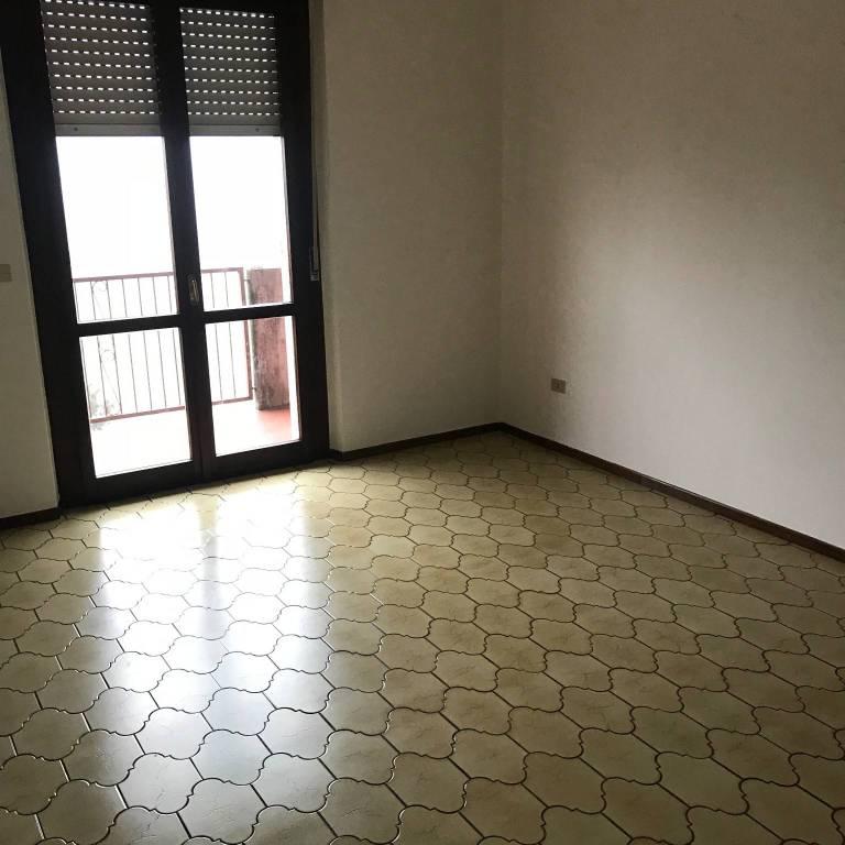 Appartamento in vendita a Goito, 4 locali, prezzo € 90.000 | CambioCasa.it