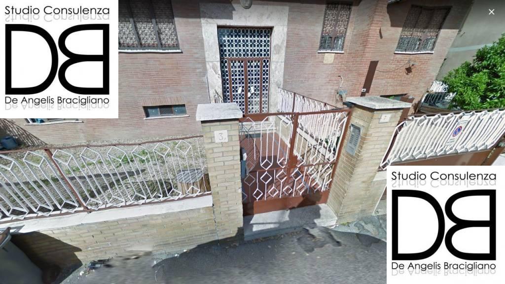 Appartamento in buone condizioni parzialmente arredato in vendita Rif. 8886276