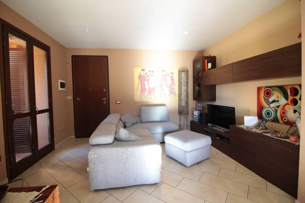Appartamento in ottime condizioni in vendita Rif. 8885797