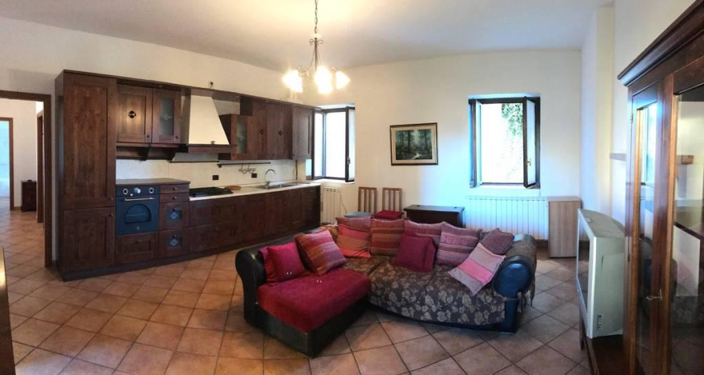 Appartamento in ottime condizioni arredato in vendita Rif. 8886936
