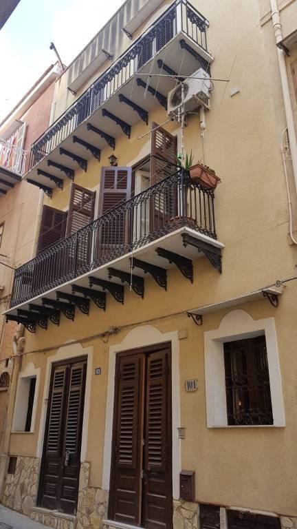 Appartamento in buone condizioni in vendita Rif. 8887326
