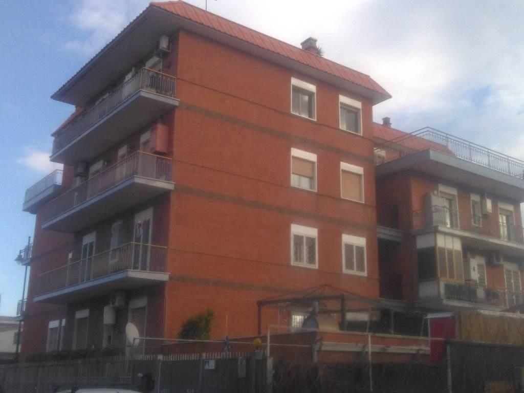 Appartamento in buone condizioni in vendita Rif. 8885164