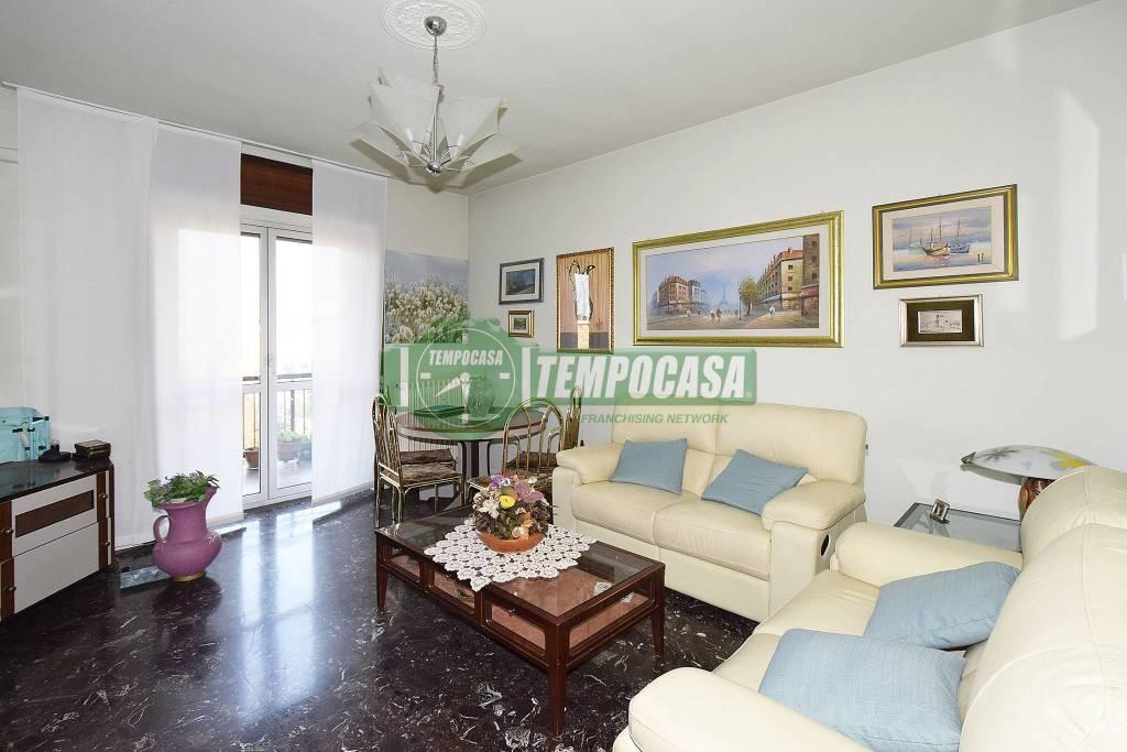Appartamento in buone condizioni in vendita Rif. 8885572