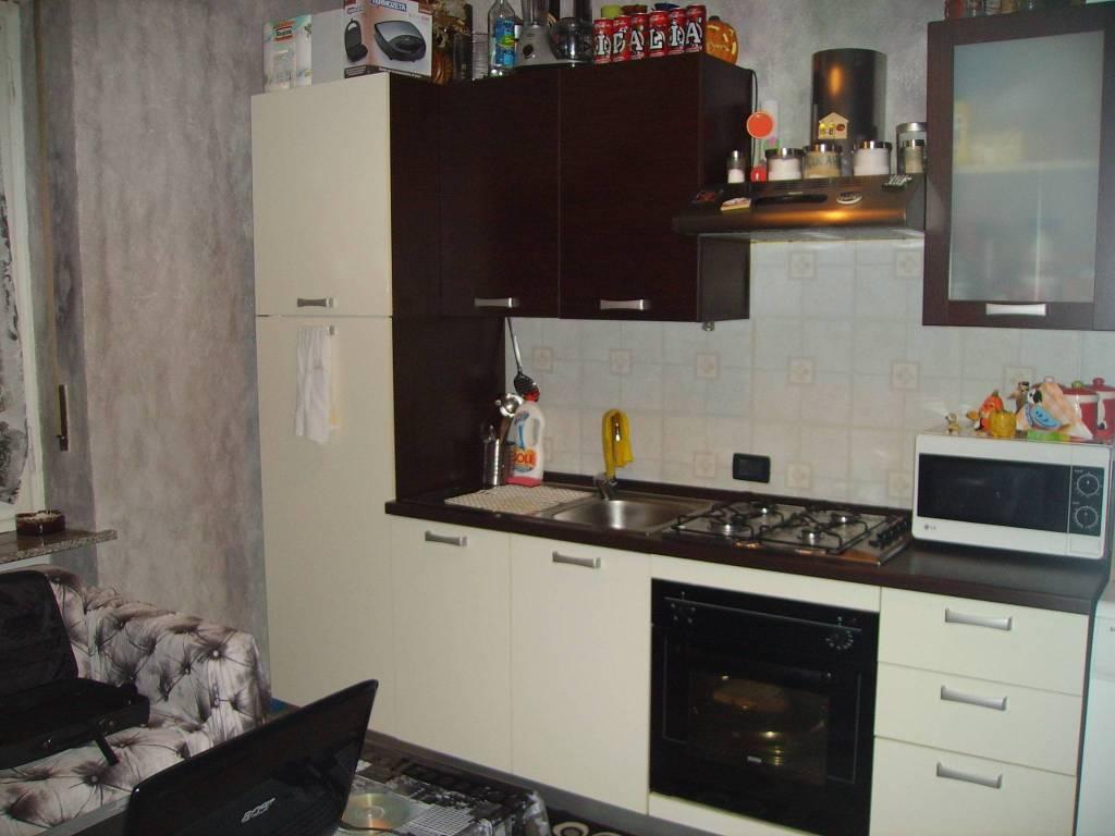 Appartamento in buone condizioni arredato in affitto Rif. 8503025