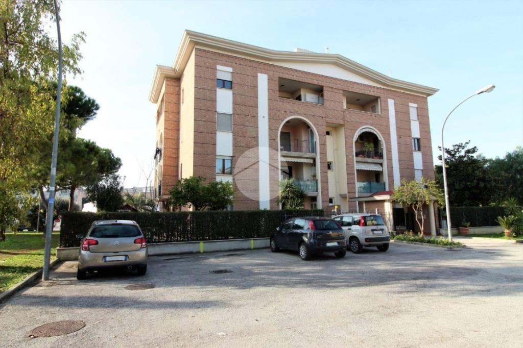 Appartamento in ottime condizioni parzialmente arredato in vendita Rif. 9319766