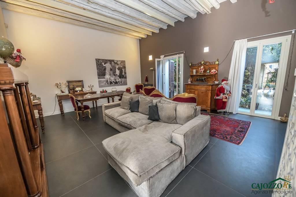 Appartamento in ottime condizioni arredato in affitto Rif. 9303822