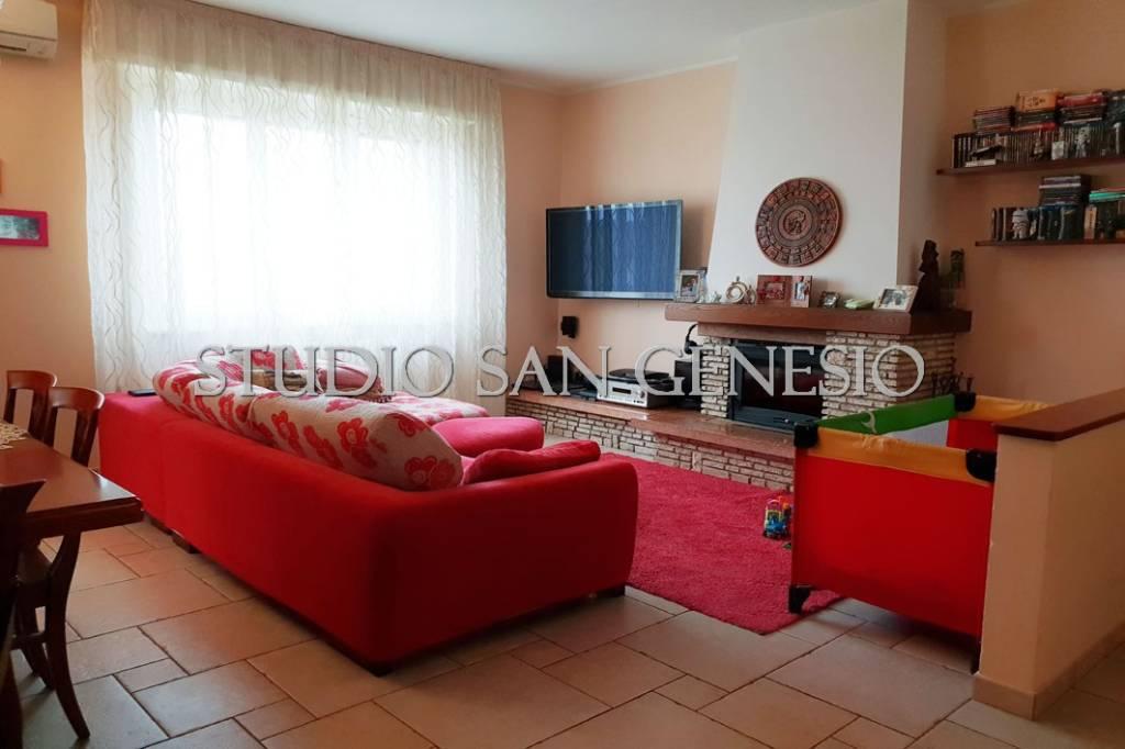Appartamento in ottime condizioni in vendita Rif. 8886444