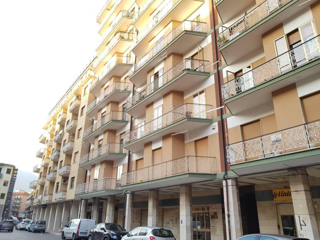 Appartamento in buone condizioni in vendita Rif. 8884969