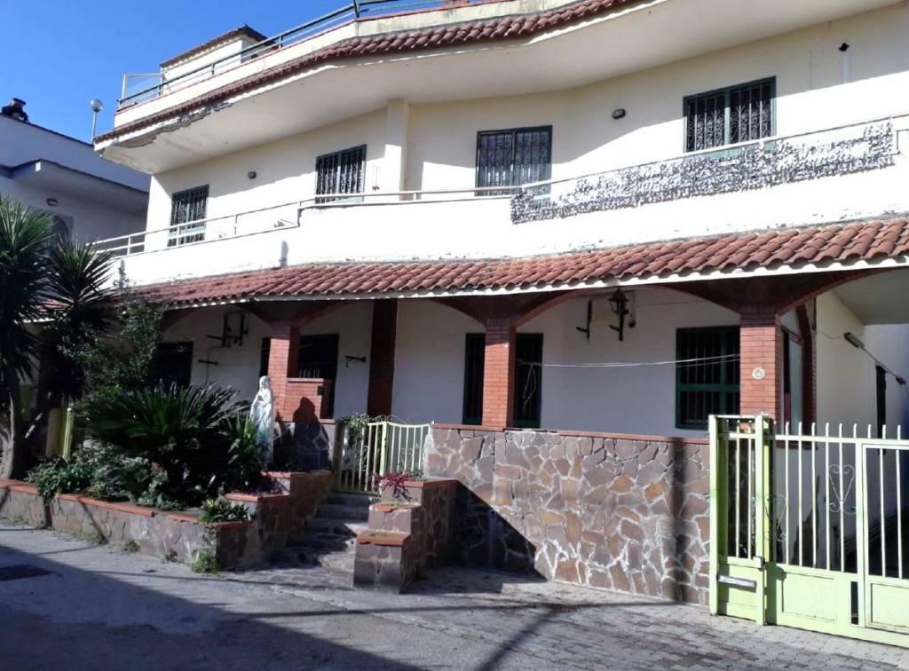 Appartamento in buone condizioni in affitto Rif. 8885320