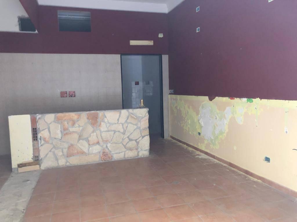 Negozio-locale in Affitto a Foggia: 2 locali, 50 mq
