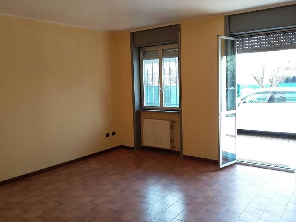 Appartamento in buone condizioni in affitto Rif. 8923564