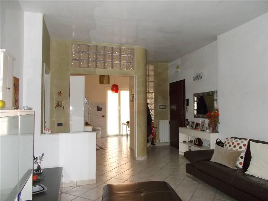Appartamento in buone condizioni in vendita Rif. 8895590