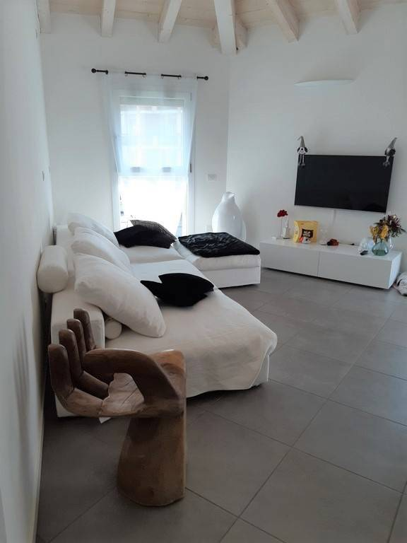 Appartamento in ottime condizioni parzialmente arredato in vendita Rif. 8898203