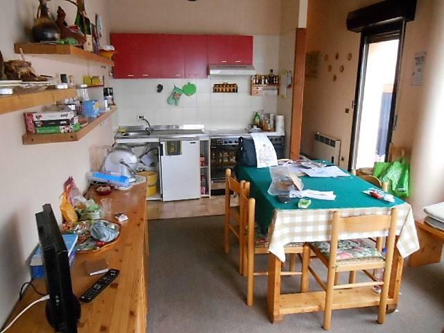 Appartamento in buone condizioni arredato in vendita Rif. 8900293