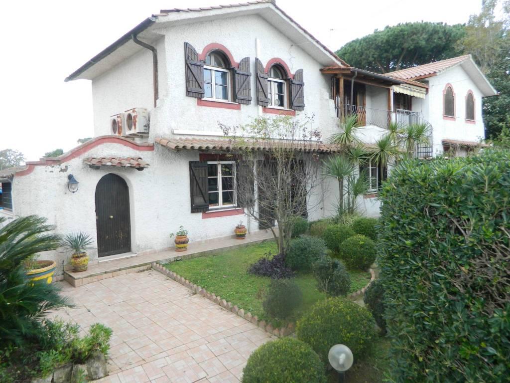 Villa in ottime condizioni arredato in vendita Rif. 8758333