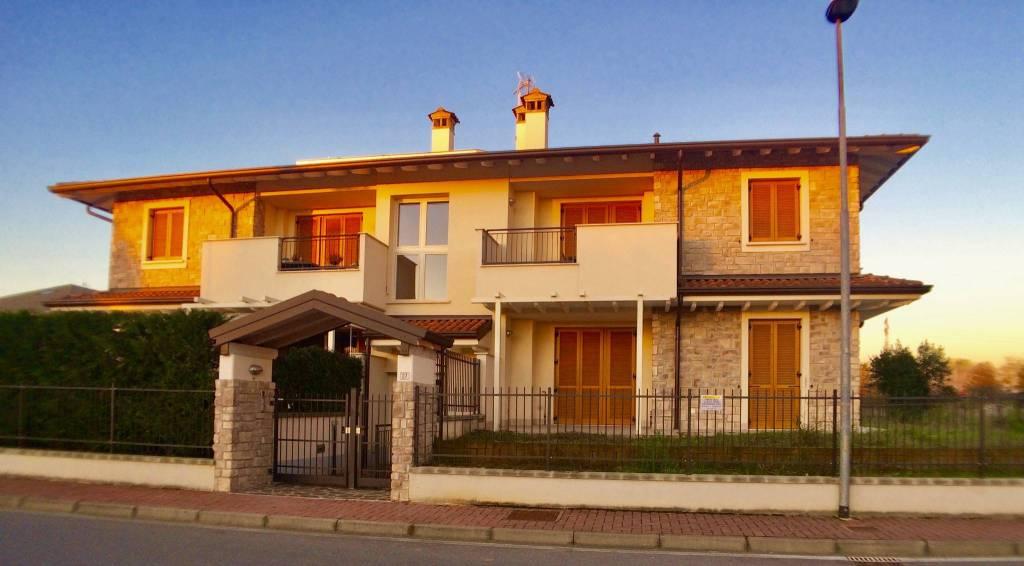 Appartamento parzialmente arredato in vendita Rif. 8287403