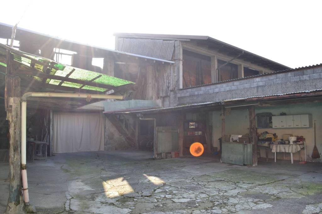 Rustico / Casale da ristrutturare in vendita Rif. 8896232