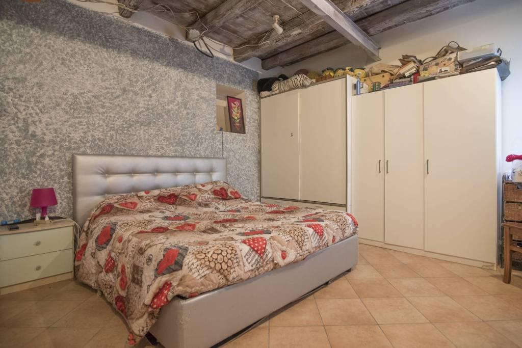 Appartamento in buone condizioni in vendita Rif. 8899055