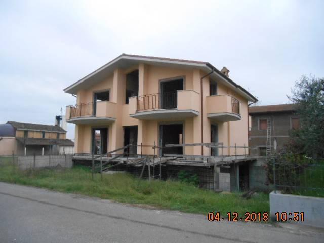 Costruzione intera o appartamenti nuovi con semi interrato