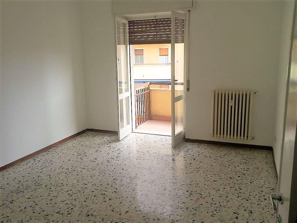 Appartamento in buone condizioni in affitto Rif. 8895164