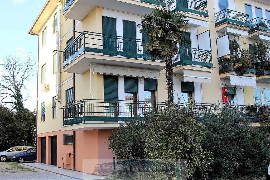 Appartamento in buone condizioni parzialmente arredato in vendita Rif. 8898086