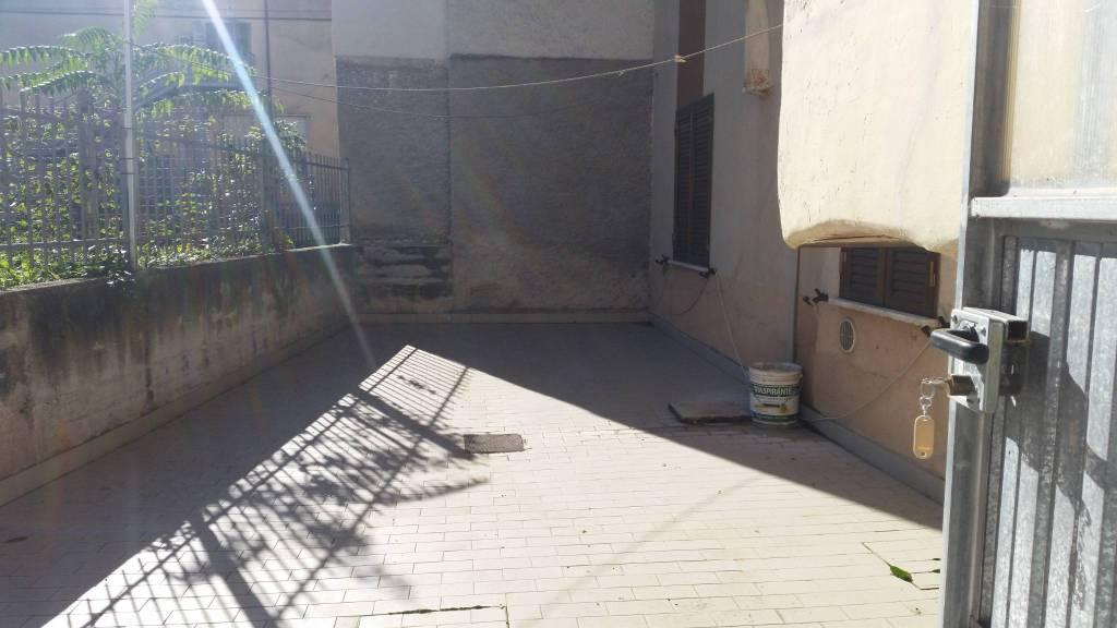 Appartamento in buone condizioni arredato in vendita Rif. 8896230