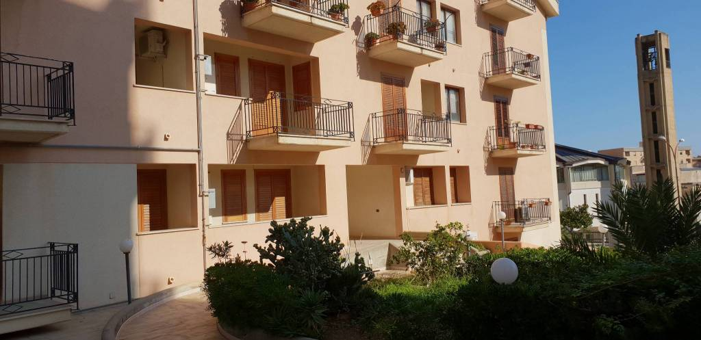 Appartamento in ottime condizioni arredato in vendita Rif. 8897697