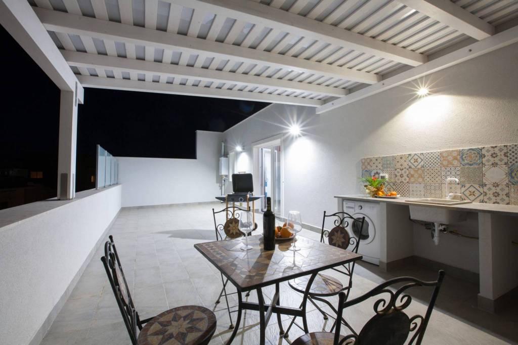 Appartamento in ottime condizioni arredato in vendita Rif. 8897698