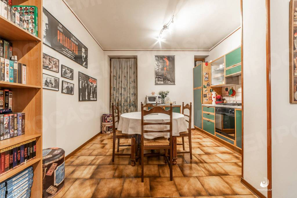 Appartamento in buone condizioni arredato in vendita Rif. 8896726