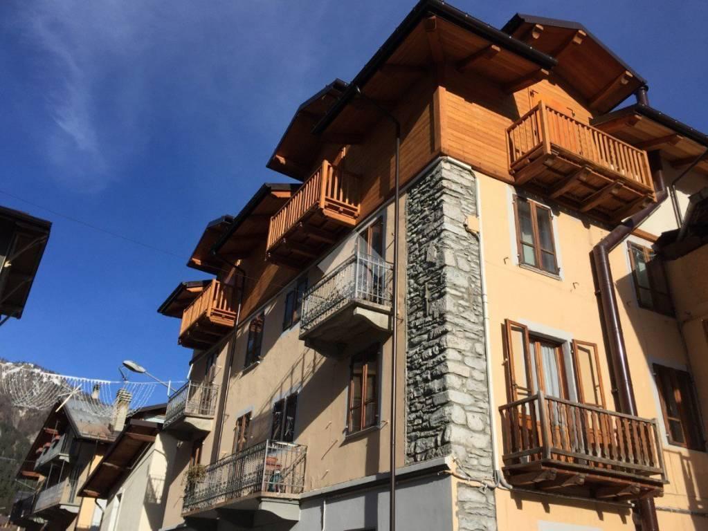 Appartamento in ottime condizioni arredato in affitto Rif. 9325195