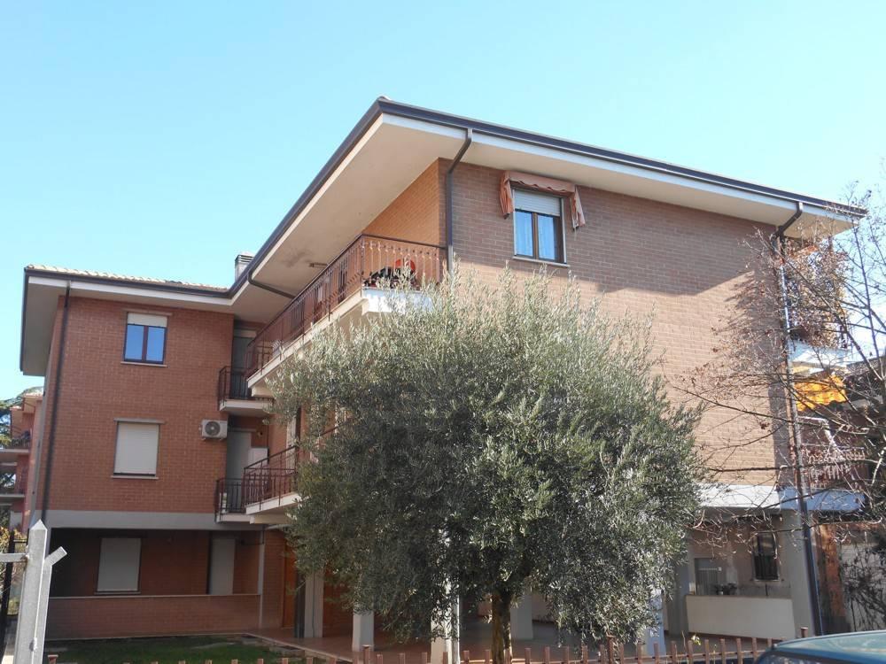 Appartamento in buone condizioni in vendita Rif. 8895946