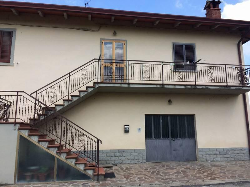 Appartamento in buone condizioni parzialmente arredato in vendita Rif. 8897391