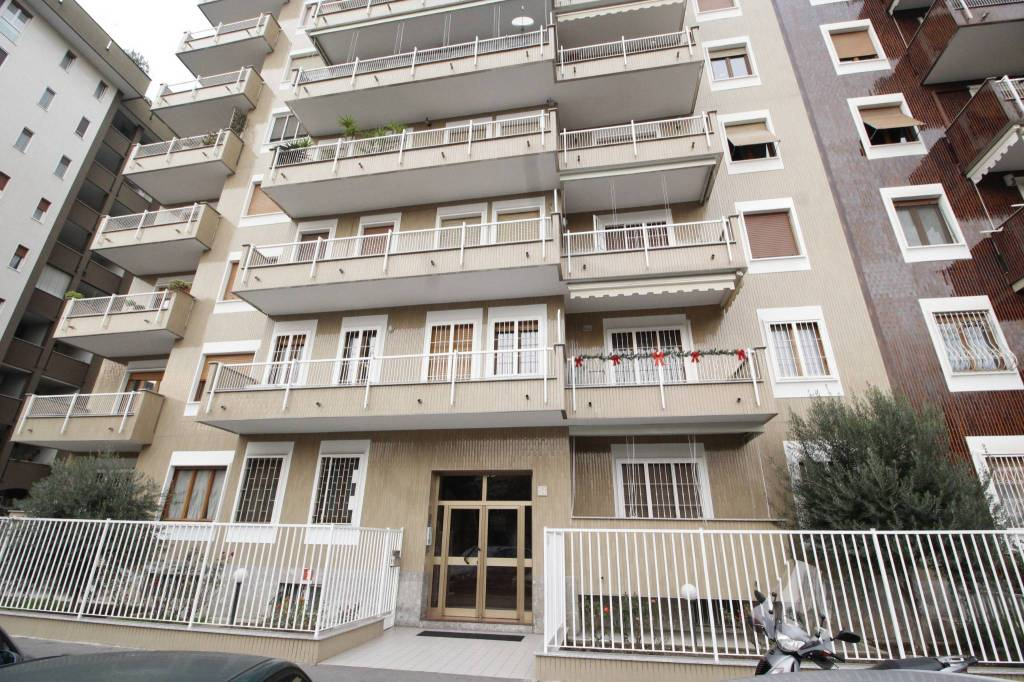 Appartamento in buone condizioni parzialmente arredato in vendita Rif. 8898726