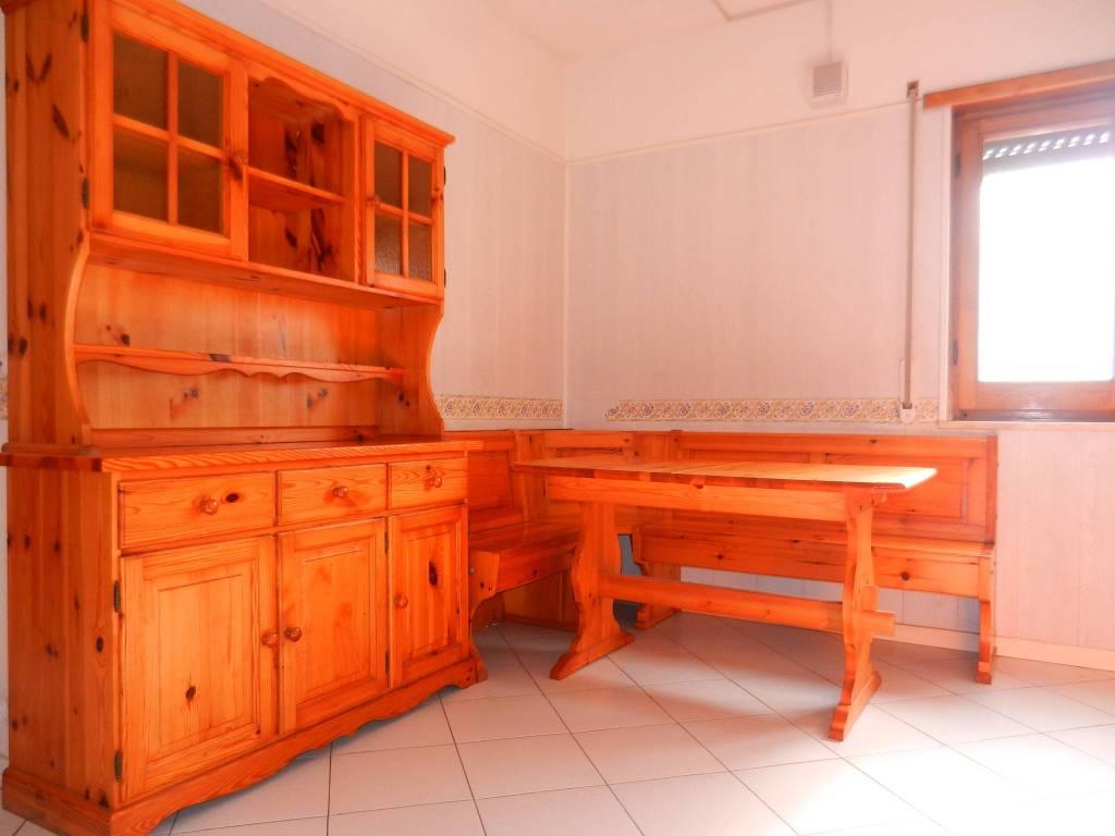 Appartamento in buone condizioni arredato in affitto Rif. 8897106