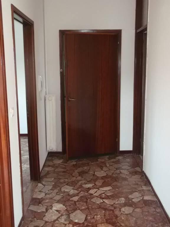 Appartamento in buone condizioni in vendita Rif. 8898059