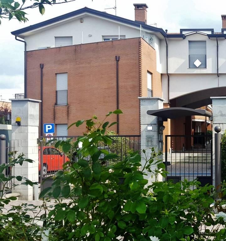 Appartamento in buone condizioni in vendita Rif. 8897799