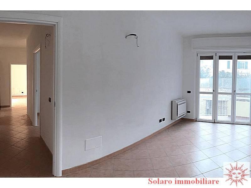 Appartamento ristrutturato a nuovo, ascensore, zona Mola