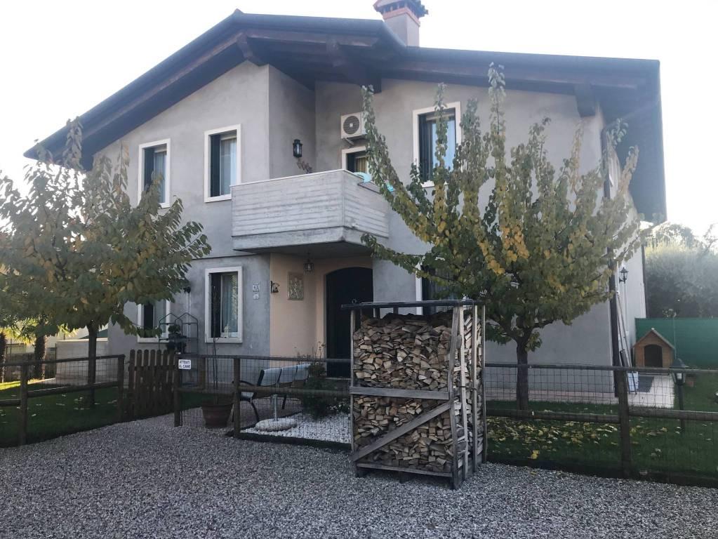 Villa parzialmente arredato in vendita Rif. 8914608