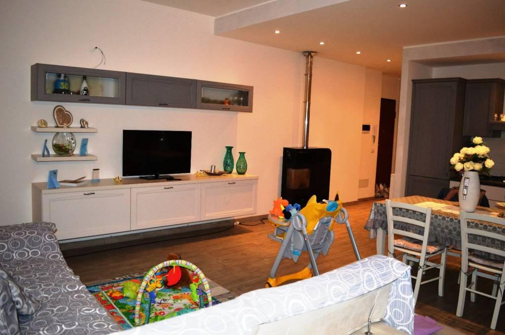 Appartamento in ottime condizioni in vendita Rif. 8897351