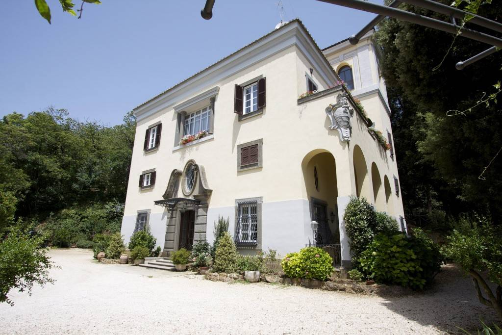 Villa in vendita a Sutri, 13 locali, prezzo € 1.300.000   CambioCasa.it