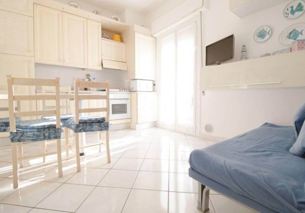 Appartamento in ottime condizioni arredato in vendita Rif. 9226374