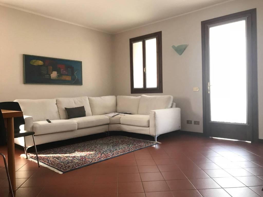 Appartamento in ottime condizioni arredato in vendita Rif. 8914609