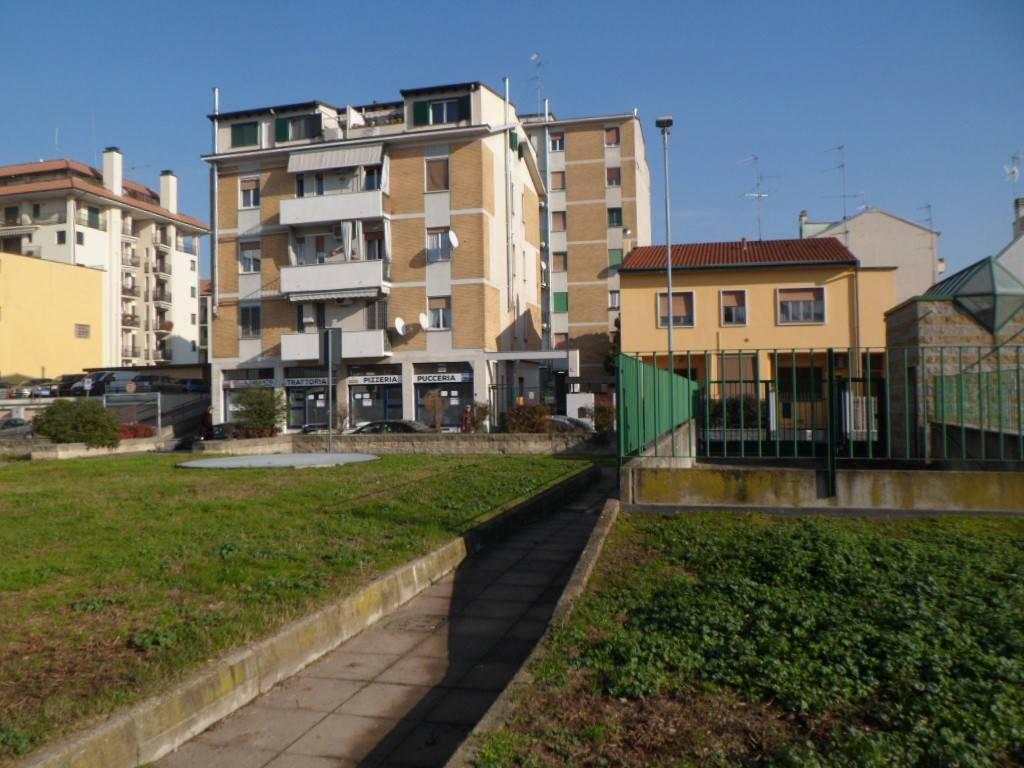 Appartamento in buone condizioni in vendita Rif. 8897310