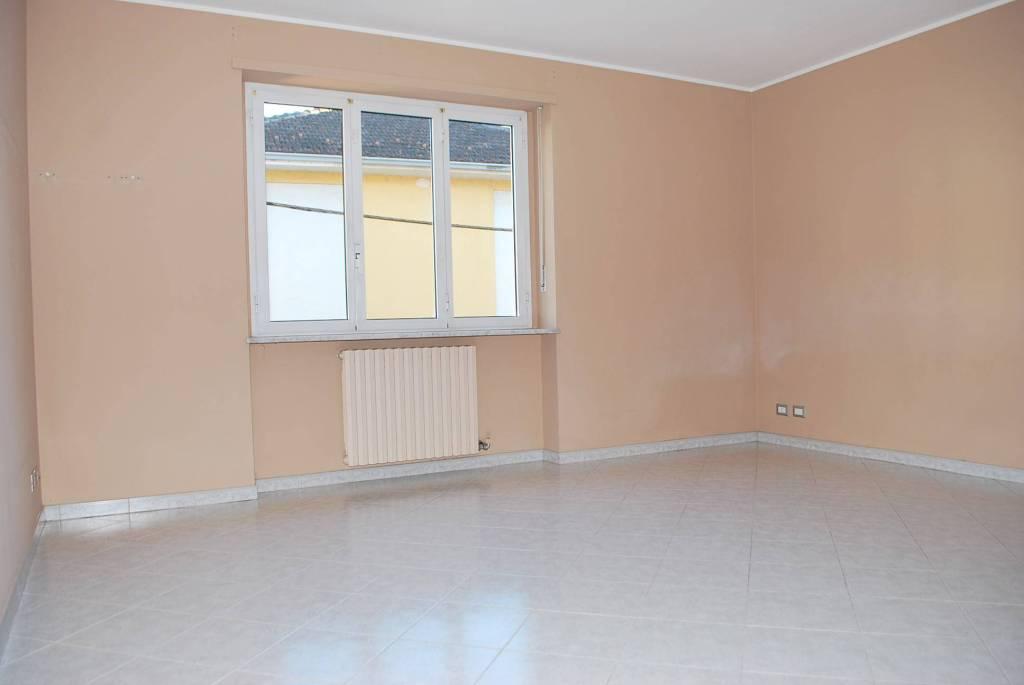 Appartamento in affitto a Alba, 4 locali, prezzo € 550 | CambioCasa.it