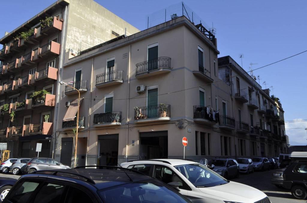 Appartamento in buone condizioni in vendita Rif. 8914282