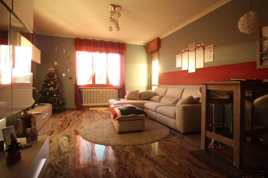 Appartamento in ottime condizioni in affitto Rif. 8897145