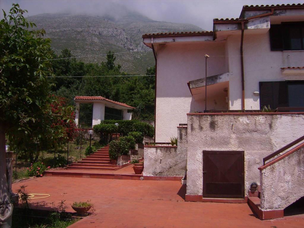 Villa in buone condizioni in vendita Rif. 8897313