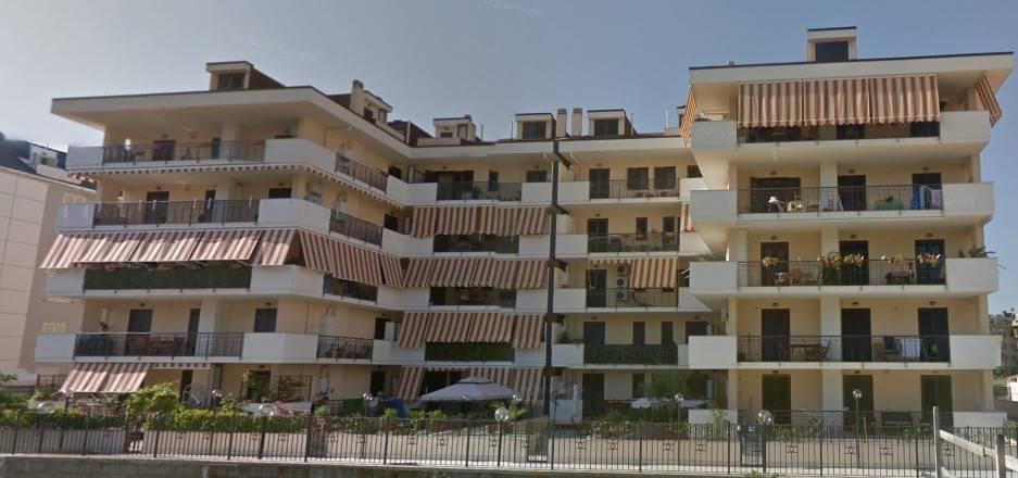 Appartamento in ottime condizioni in vendita Rif. 8896524